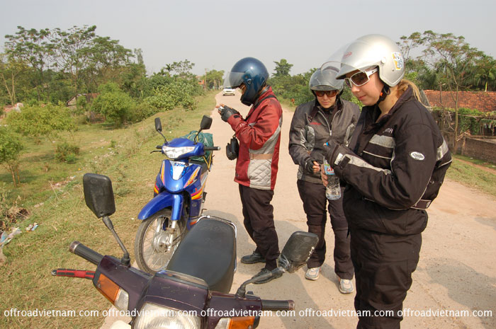 Women tours motorbike ride in Vietnam